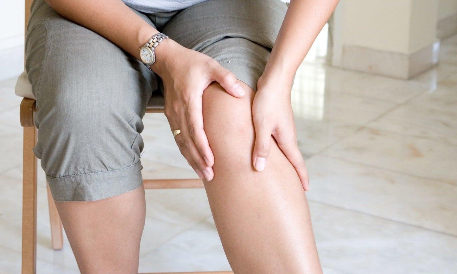 Лопнул сосуд под коленом ноги симптомы причины и первая помощь